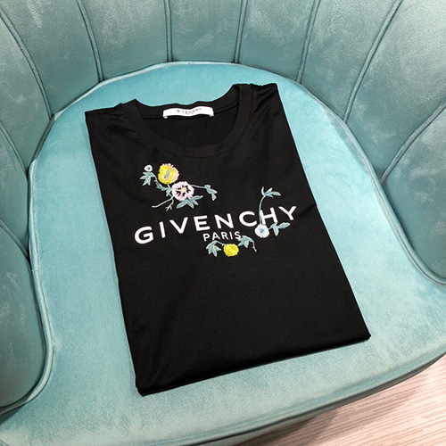 ジバンシィ ( GIVENCHY ) matching plum embroidery Tシャツ