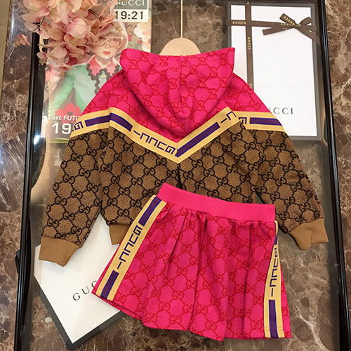 gucci (グッチ)color matching design hooded children's セットアップ AW19 パロディ 子供服